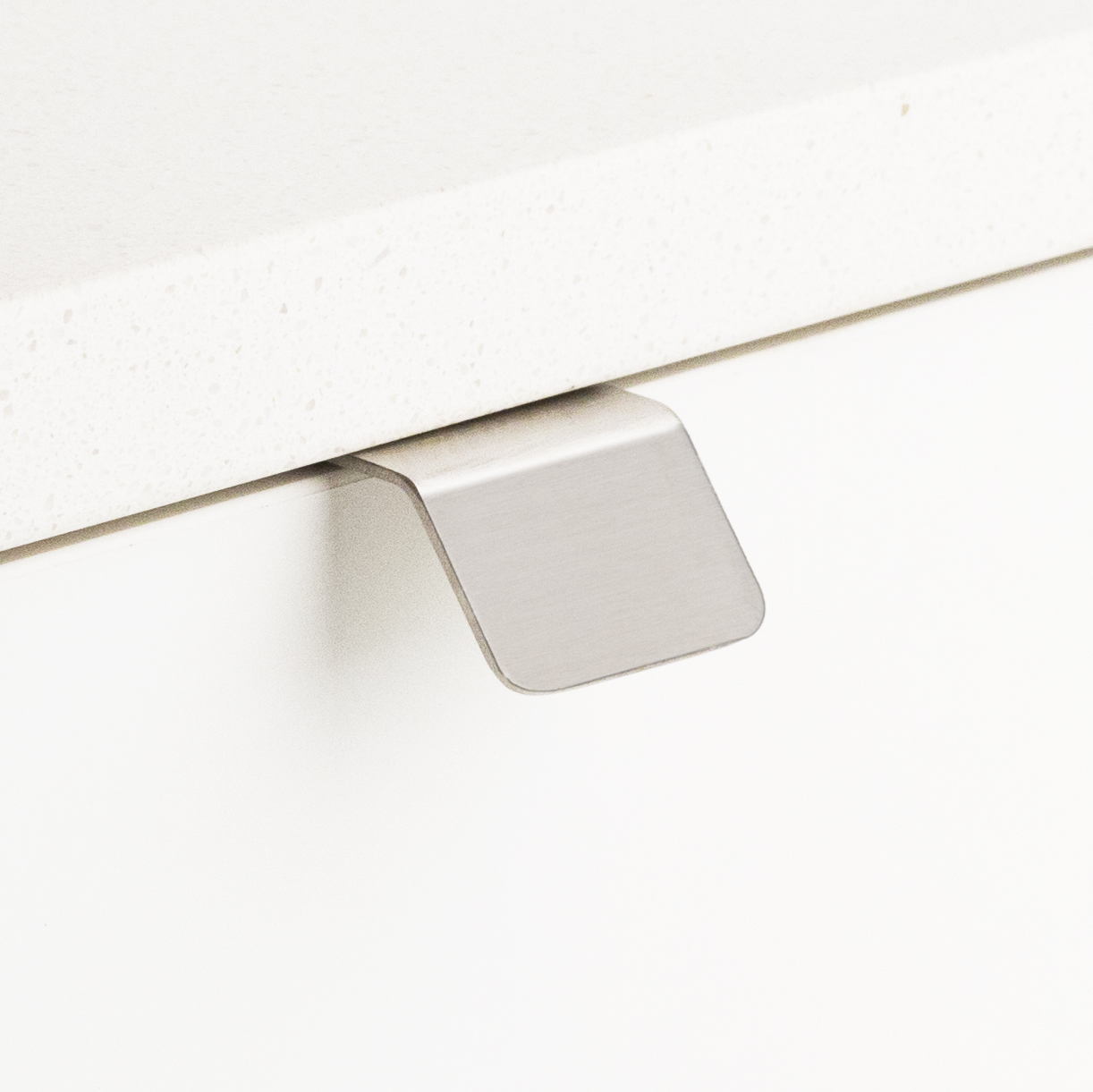 Lip & Straight Edge Pull 32mm Stainless Steel