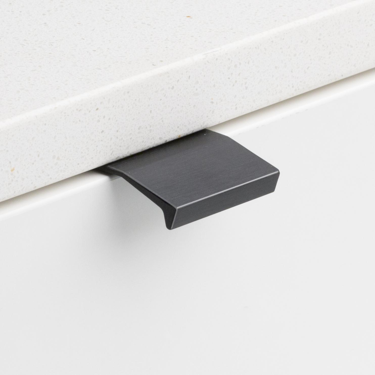 Cabinet Edge Lip Pull Black DL701