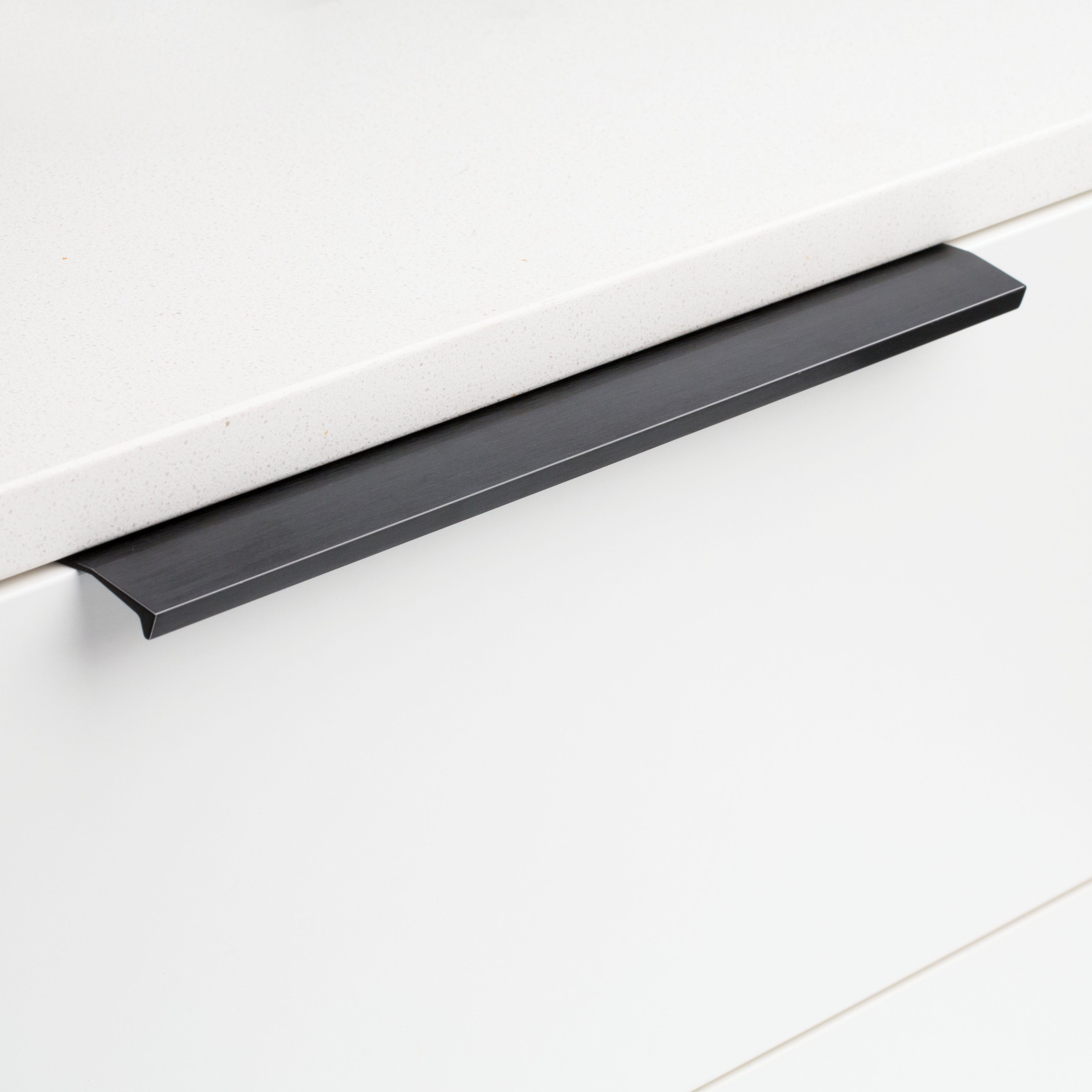 Cabinet Lip & Edge Pull Black DL701