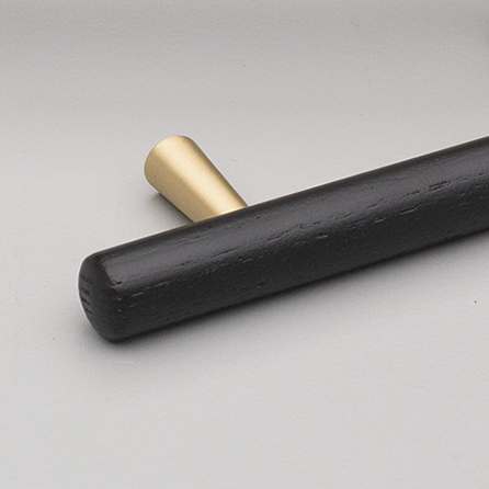 L7763 Black & Brass Tilla Handle