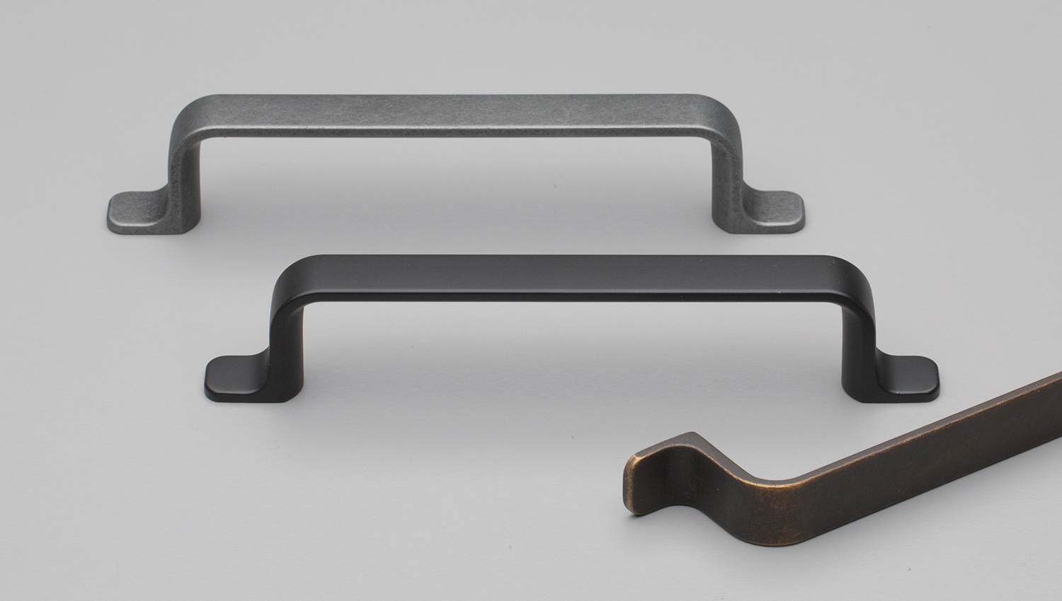 L833 Hampton / Shaker flat D handle curved under for Kitchen handle, cabinet handle, bathroom handle, kitchen hardware. colours Antique Brown (ABN),Matt Black (MBK),Rustic Grey (RG) mm, size overall 165,290 mm hole centre distance 128,256 mm